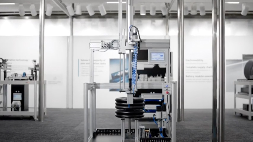 Moving heavy loads is child's play - with the ready-to-install balancer kit YHBP l SLS Partner Festo